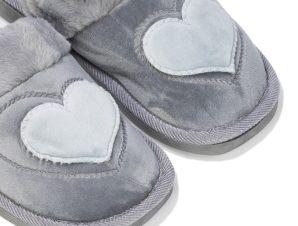 Παντόφλες γκρι σουέτ με γούνα και σχέδιο καρδιά ΓΚΡΙ